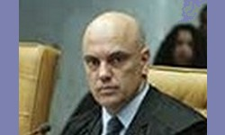 ALEXANDRE DE MORAES envia à PGR Notícia-Crime contra família Bolsonaro