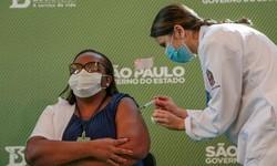 VACINA CHINESA Enfermeira de São Paulo é Primeira Brasileira Vacinada