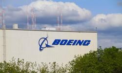 LA DECADENCE - BOEING recomenda suspensão de voos de aviões 777 após falha de motor