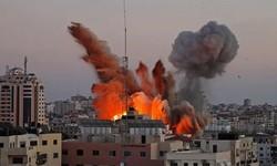 PALESTINOS FOGEM enquanto Israel Bombardeia seu Território